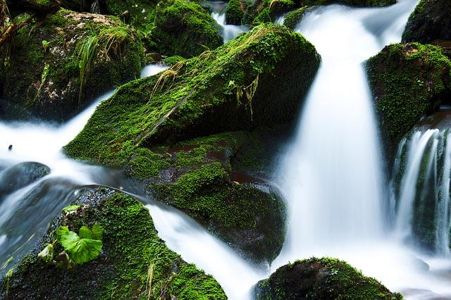 運気アップが期待できる「天然水」